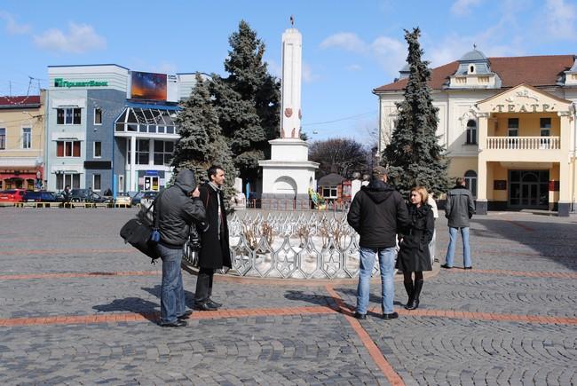 Несанкціонований мітинг в центрі Мукачева з тріском провалився... люди не прийшли (ФОТО)