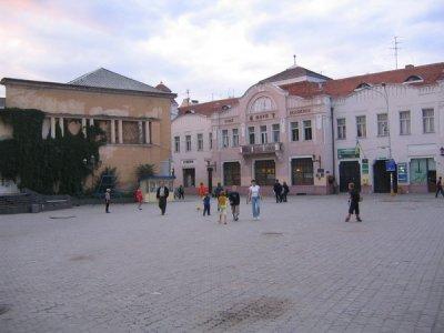 Народну площу в Ужгороді реконструюють