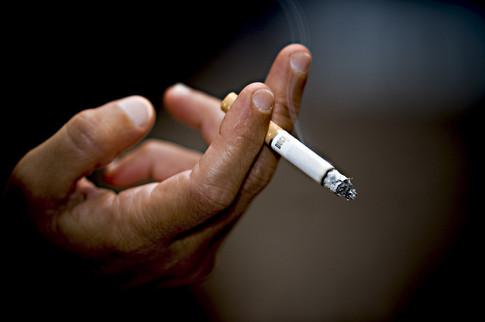 Відтепер в громадських місцях палити не можна