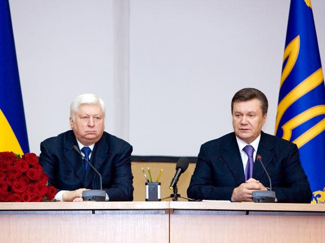 Конгрес може заборонити в'їзд Януковичу і Пшонці в США