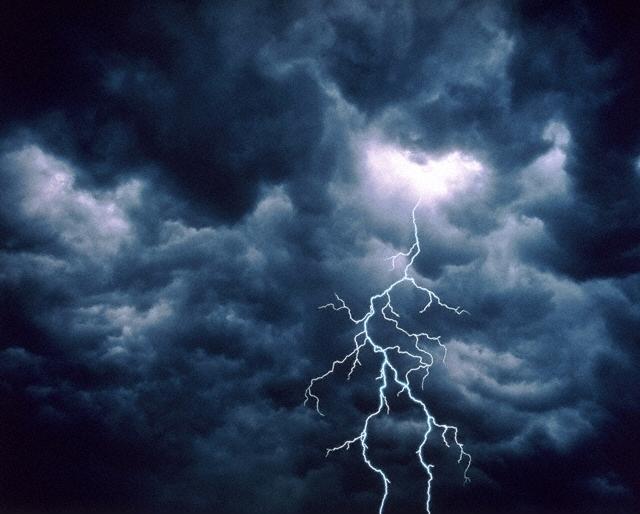 На Тячівщині 18-річного хлопця вбила блискавка