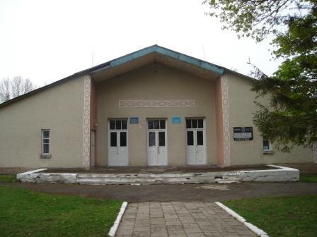 В селі на Мукачівщині руйнується будинок культури