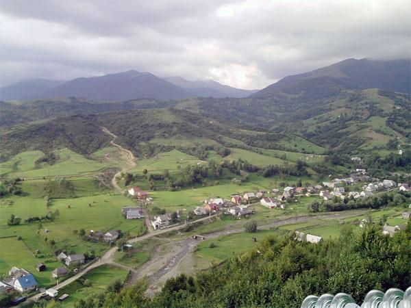 На Закарпатті може зникнути дорога через Синевирський перевал (ВІДЕО)