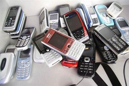 Митники вилучили мобільні, які намагались незаконно ввезти в Україну