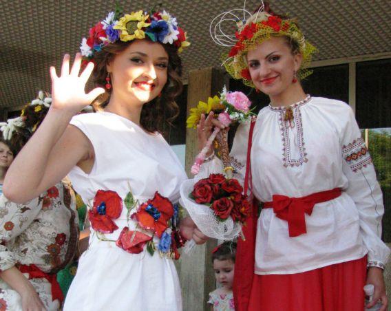 В Параді наречених взяли участь близько 100 дівчат (ФОТО)
