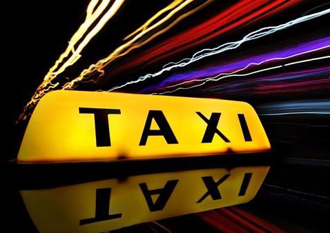 В Ужгороді п'яний таксист в'їхав в придорожнє кафе