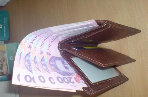 В депутата Мукачівської райради з авто викрали барсетку з грошима