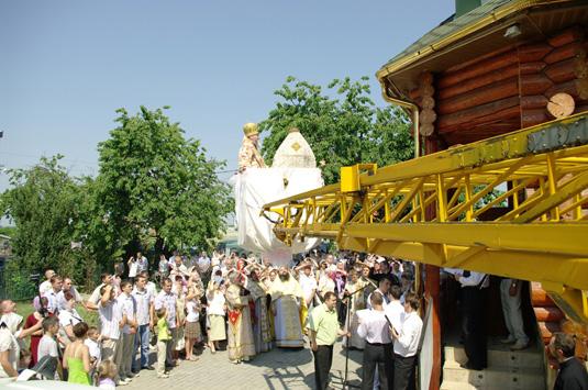 Архієпископ Мукачівський і Ужгородський Феодор, звершив освячення храмових куполів та хрестів (ФОТО)