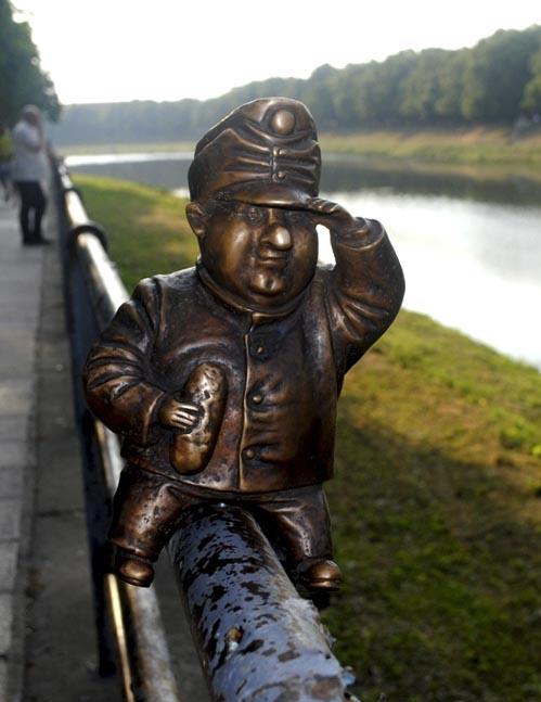 В Ужгороді встановили міні-пам'ятник бравому вояці Швейку