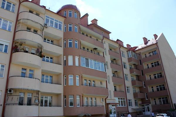 Ужгородська сім'я отримала квартиру за державною програмою (ФОТО)