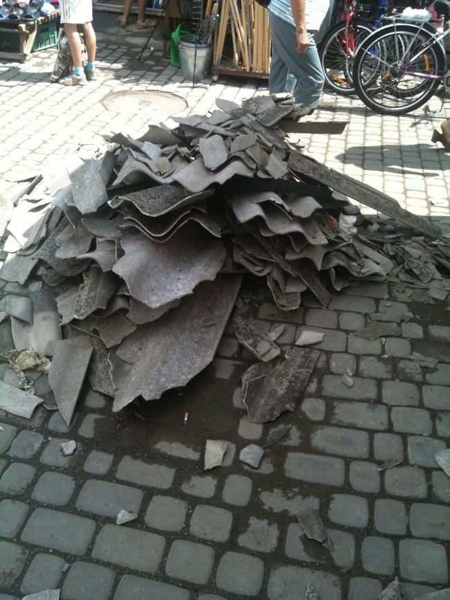 Негода на Закарпатті: зірвані дахи, повалені дерева та рекламні щити (ФОТО)