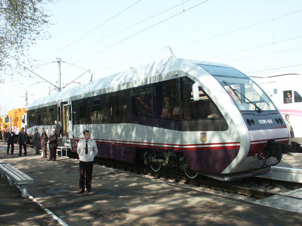 Через старі колії українські потяги не можуть їхати швидко