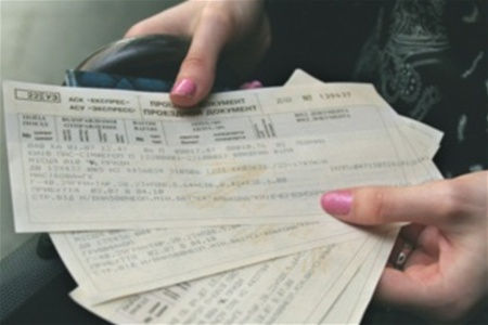 Жінка намагалась купити квиток по підробленому посвідченню