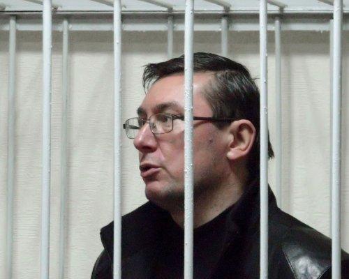Луценко просить викликати до суду Януковича як потерпілого
