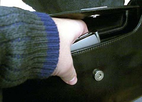 В ужгородській маршрутці злодій вкрав у пенсіонерки сумочку