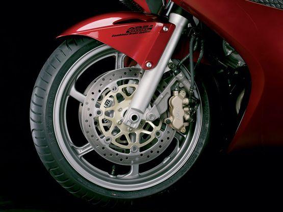 На Тячивщині мотоцикліст врізався в електричний стовп