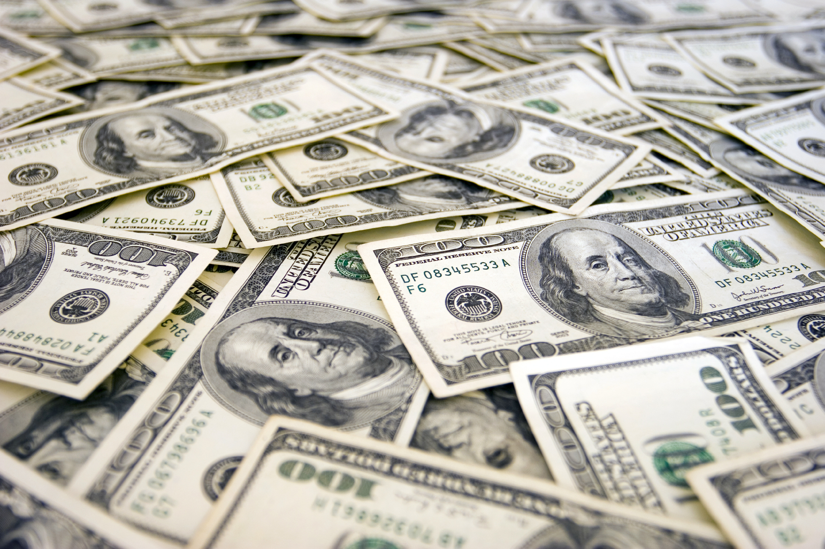 Мукачівець пограбував квартиру з фальшивими грошами