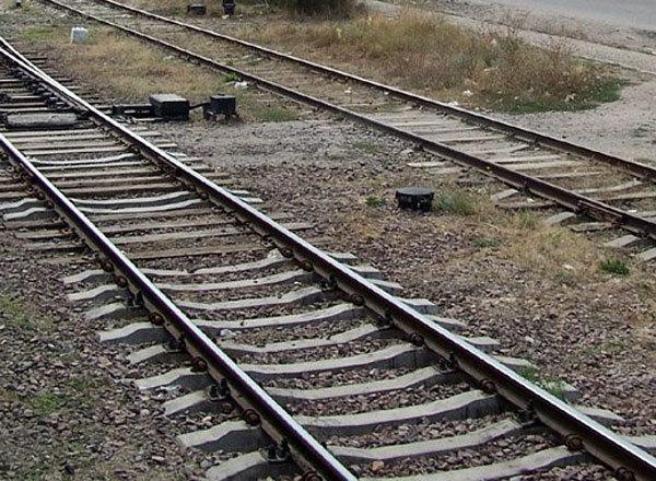 """На перегоні """"Батьово-Королево"""" потяг наїхав на чоловіка, що лежав посеред колії"""