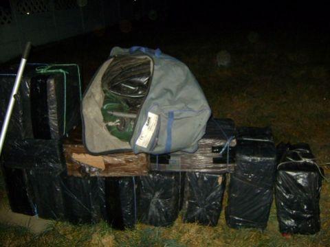 Мукачівські прикордонники виявили на кордоні пакунки з контрабандними цигарками