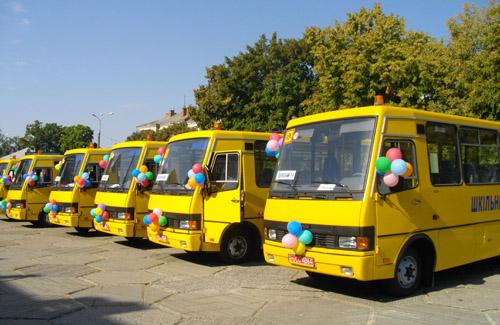 На Закарпатті роздаватимуть шкільні автобуси