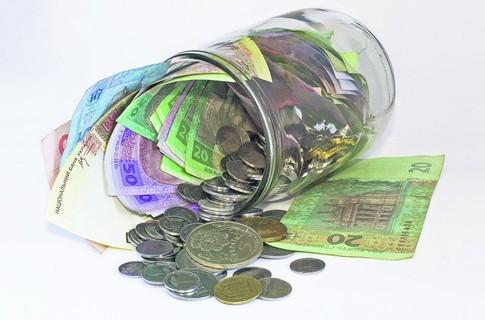 Син вкрав в матері 23 тисячі гривень та іноземну валюту