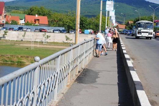 Росвигівський міст нашвидкоруч залатали (ФОТОФАКТ)