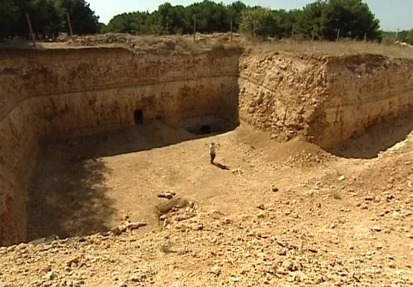 У Криму знайшли дивну гігантську піраміду з мумією невідомої істоти