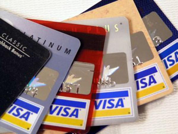 Українцям можуть заблокувати пластикові картки