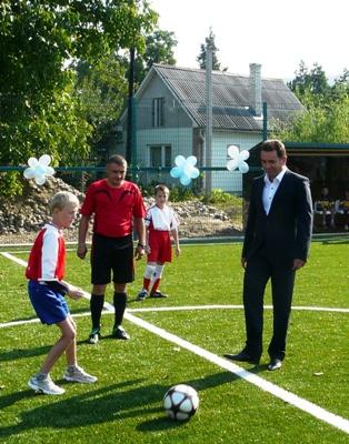 У Невицькому відкрили новий спортивний майданчик (ФОТО)