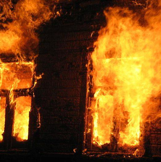 МНСники врятували чоловіка на пожежі