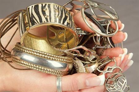 На Тячівщині гість викрав у жінки золото