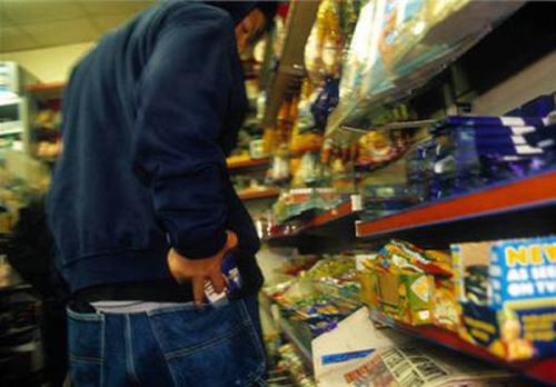 В Мукачеві з магазину викрали гроші
