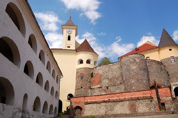 Балога з Штефаньом домовились про відкриття у Мукачівському замку музею шоколадних скульптур (ФОТО)