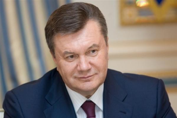 """В Ялті Януковича назвали """"майстром спорту"""" та захищають від яєць"""