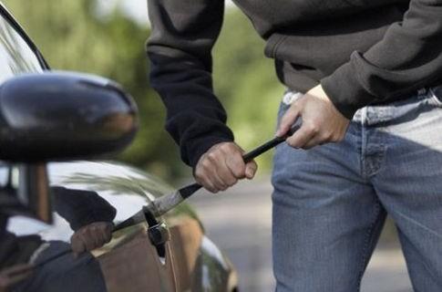 Міліція розшукує злодіїв, що обкрадали машини ужгородців