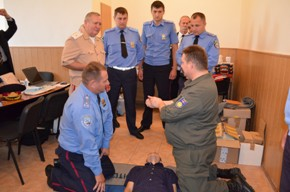 Парамедики з Австрії навчають закарпатських інспекторів ДАІ надавати першу медичну допомогу
