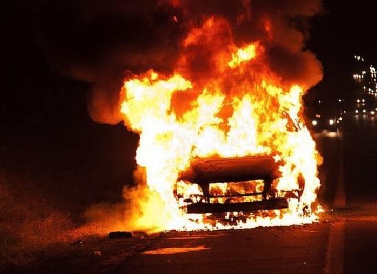 В Мукачеві спалили автомобіль жителя Рівного