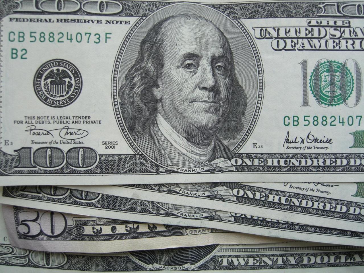 Псевдоміліціонер виманив в закарпатки 700 доларів