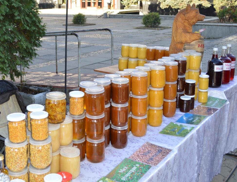 """В Ужгороді відбувся традиційний ярмарок """"Золота осінь"""""""