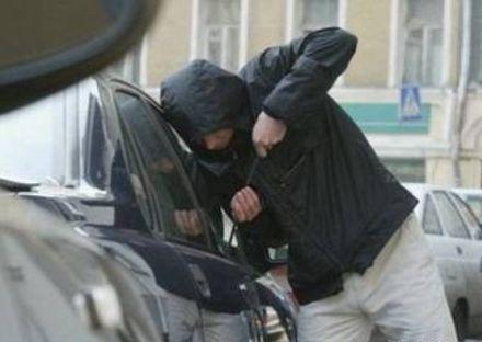 На Перечинщині жінка невдало пограбувала автомобіль