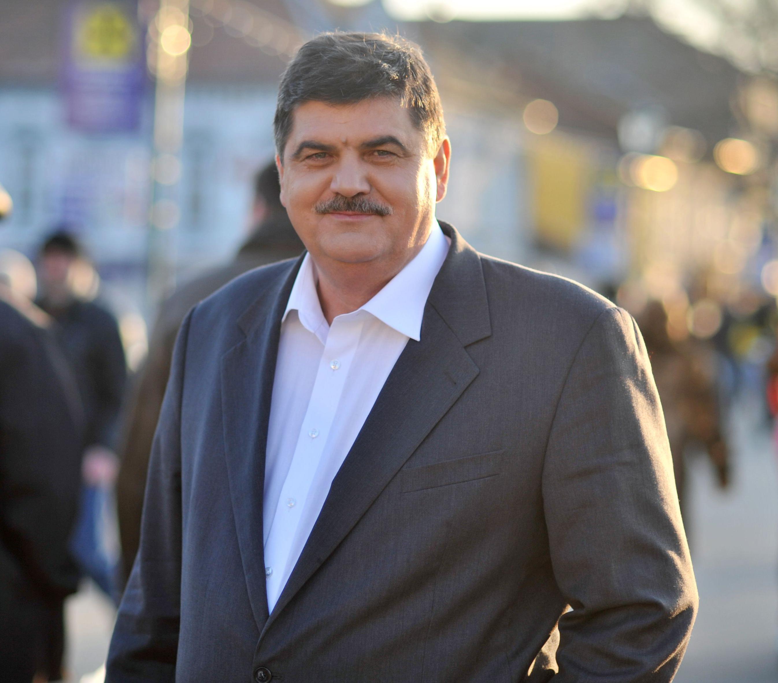 """Передвиборчий креатив по-ужгородськи: """"Бери ручку – голосуй за Чучку, верни ручку, якщо ти не за Чучку!"""""""