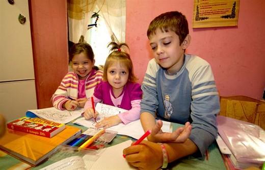 Мукачівська родина, яка виховує п'ятьох дітей, тісниться на 17-и метрах квадратних житла (ФОТО)