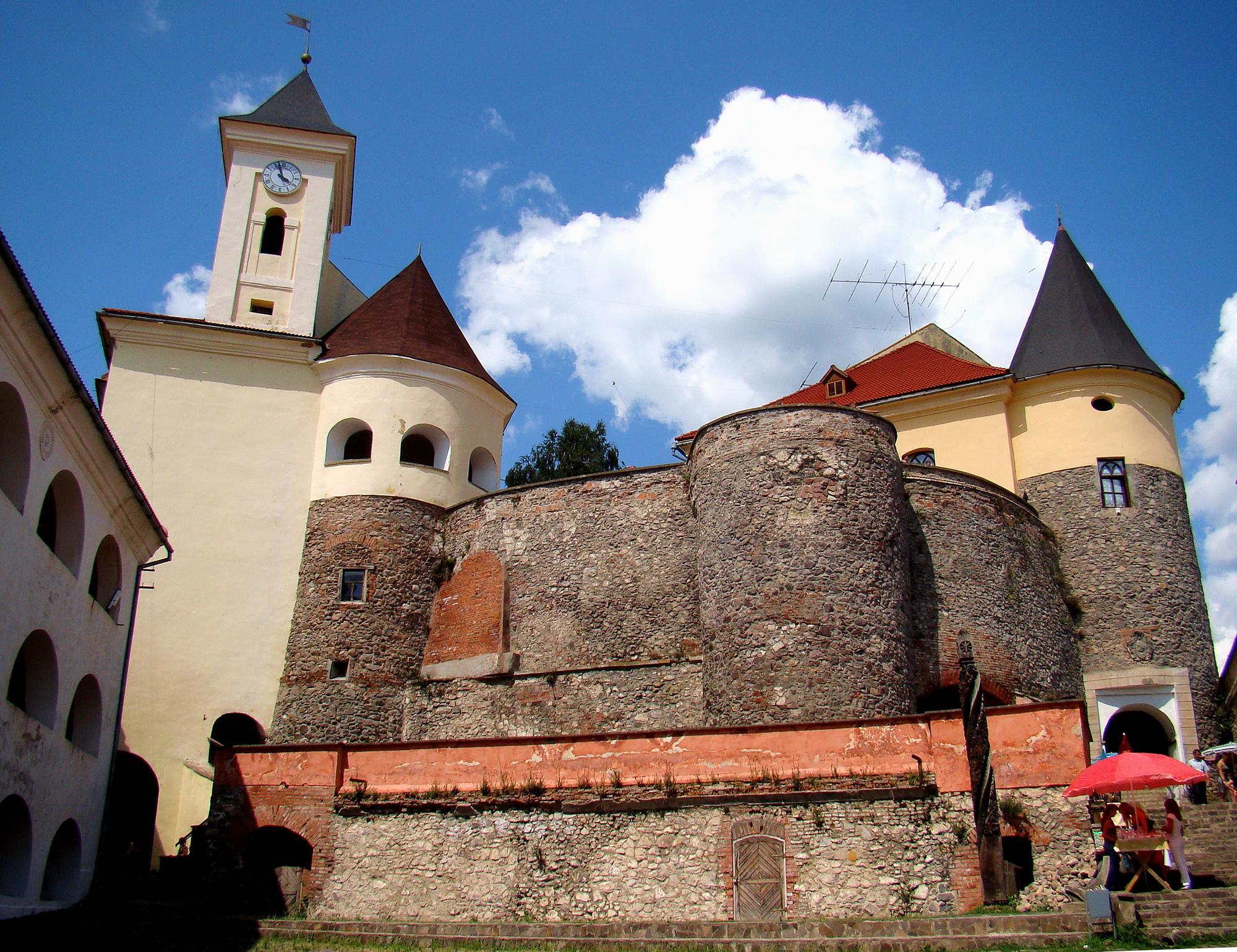 До річниці визволення Мукачева у замку відкриють виставку Миколи Лещука