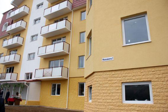 Ужгородцям вручили ключі від нових квартир (ВІДЕО)
