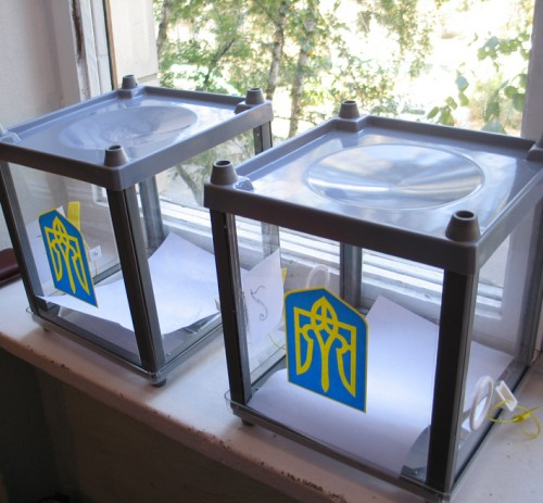 На окремих дільницях у Мукачеві вітають 1100-ого виборця