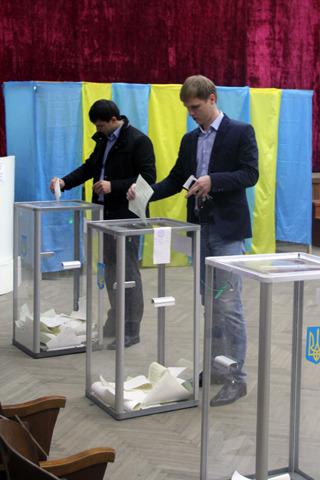 Головний опозиціонер Закарпаття Валерій Лунченко проголосував у Хусті (ФОТО)