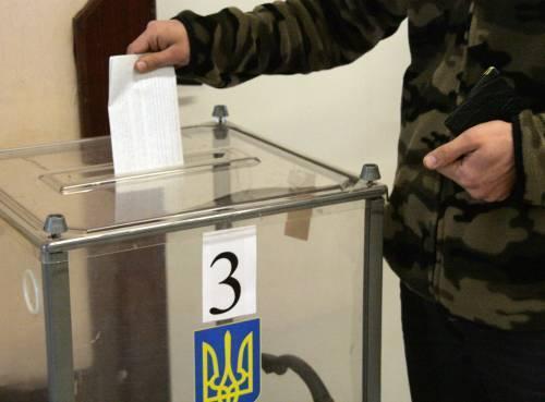 """Кореспондента газети """"Панорами"""" """"попросили на вихід"""" з виборчої дільниці у Лавках"""