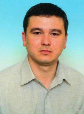 Павло Балога виривається вперед у протистоянні зі Степаном Деркачем