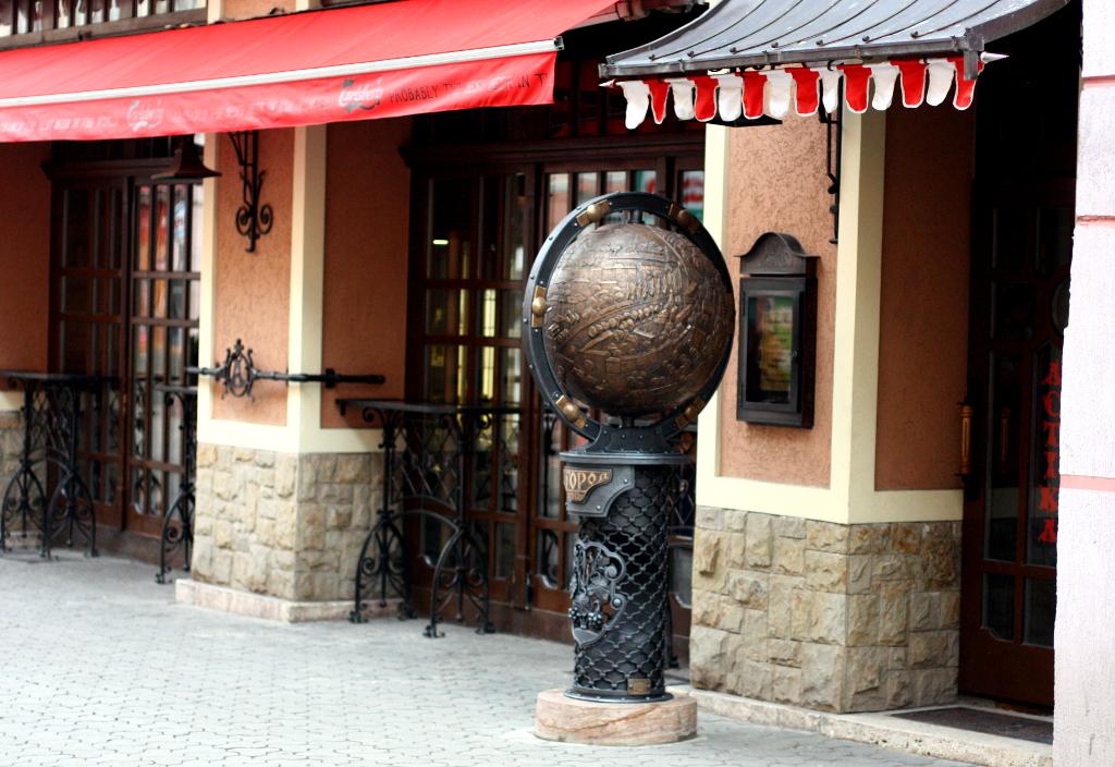 В обласного центру Закарпаття з'явився свій глобус (ВІДЕО)