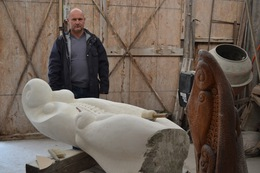 Закарпатський скульптор Петро Матл створює парк скульптур